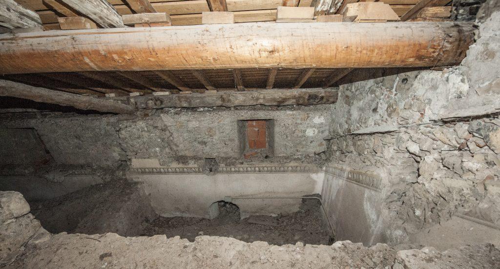 Sotto tetto della chiesa di Endenna